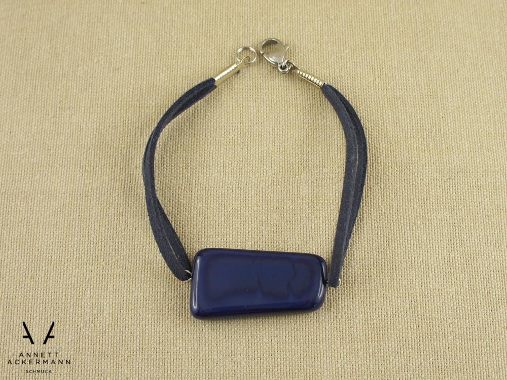 Armband aus blauem Glasstein