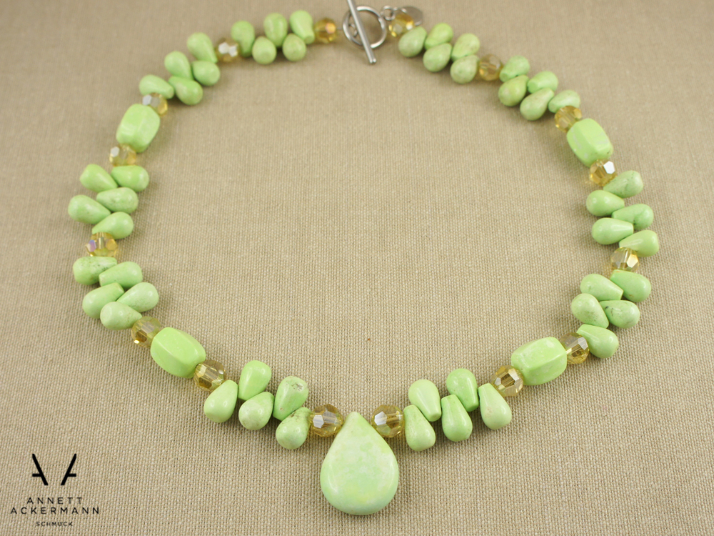 Greenery // Howlite Drop // Kette