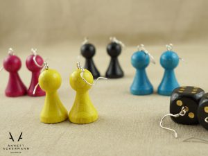 PLAY // Spielfiguren CMYK // Ohrringe