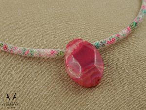 Netzkurze mit rosa Achat